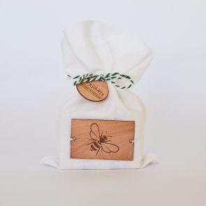 Mottenschutz aus Zirbenholz im Stoffsäckchen